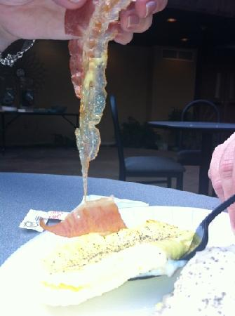 Wingfield Inn & Suites : smoked bacon, we thought I was just raw!