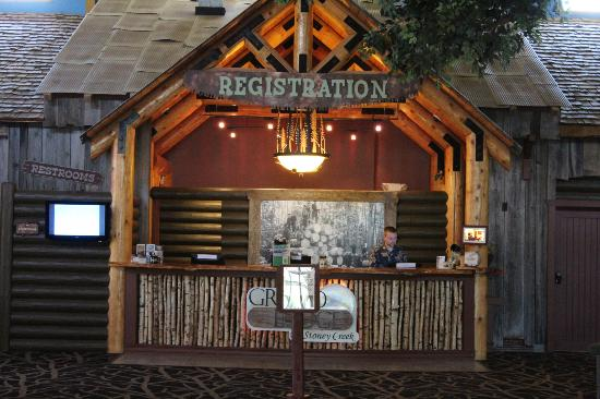 Grand Lodge Waterpark Resort: Check in