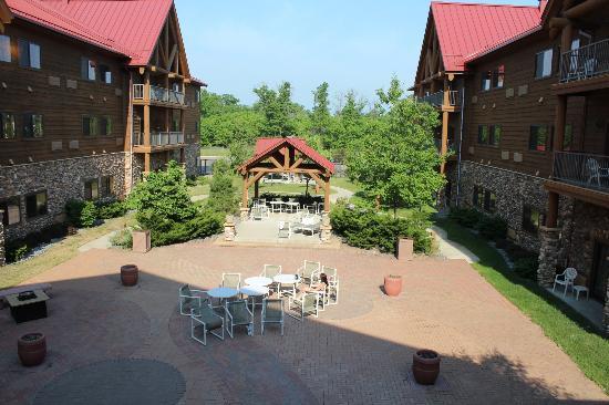 Grand Lodge Waterpark Resort : Interior Outdoor Area