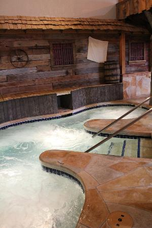 Grand Lodge Waterpark Resort: Hot Tub