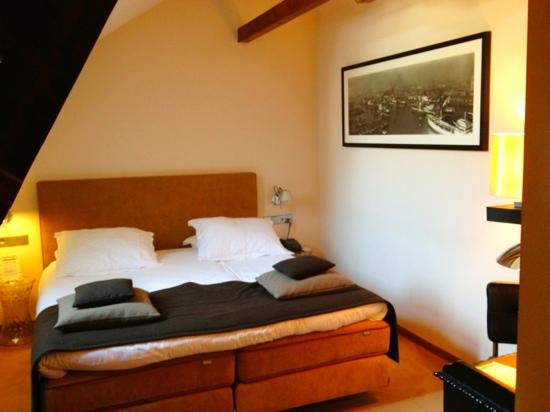 Suite Hotel Pincoffs: bedroom.