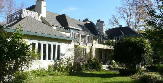 Tamaracks Country Villa: Front of Inn
