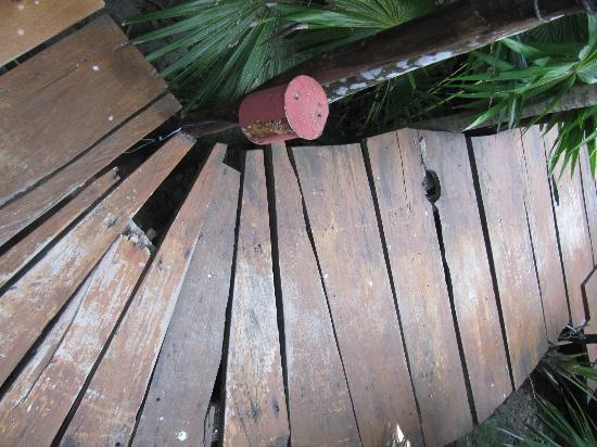 Azulik: pasillos para llegar a las habitaciones