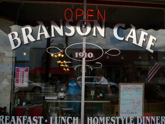 Branson Cafe: Outside looking in...