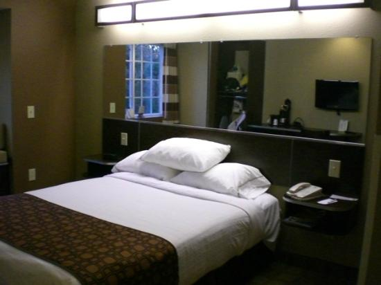 Microtel Inn & Suites by Wyndham Manchester: Bed Microtel Manchester, TN