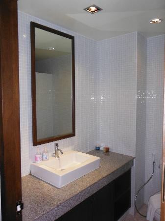 Sakorn Residence & Hotel: Beautiful bathroom
