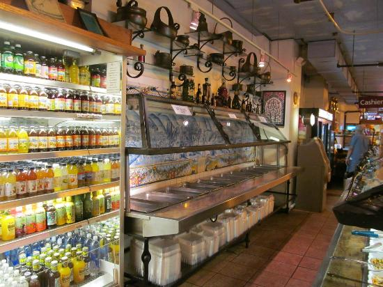 Oliva Gourmet: Salad bar, looks at least 50 years old but fresh and clean.