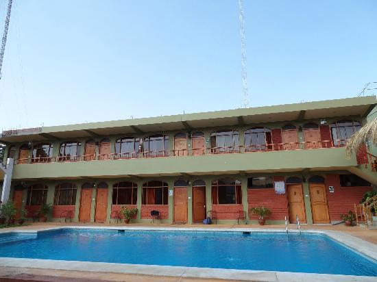 Piscine picture of hotel restaurant curasi huacachina for Restaurant piscine