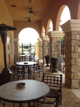 Residence Inn Abilene: Patio area by pool