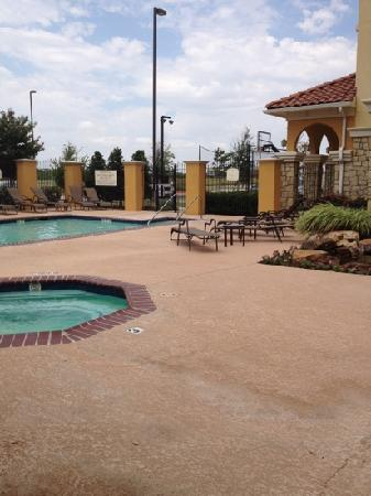 Residence Inn Abilene: Another view of the pool area.  There is a half court basketball area with lights by the pool.
