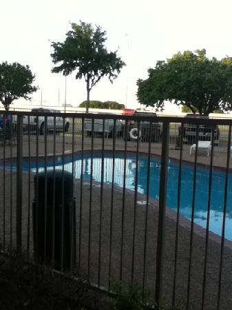 Red Roof Inn Wichita Falls: pool that was closed
