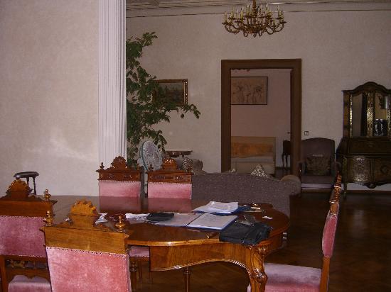 Malostranska Residence: Living Dinning