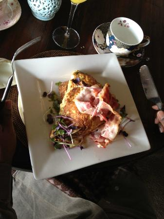 Delamore Lodge: 2nd Course for breakfast, my father ordered an omelette!