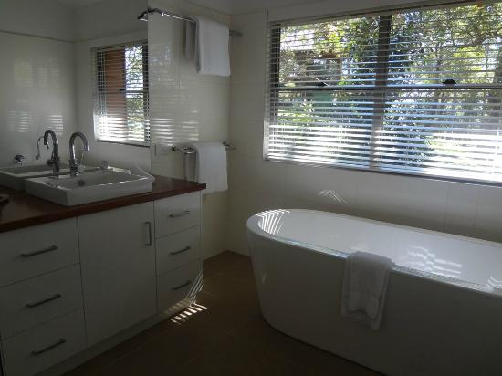 Yandina Station: bathroom