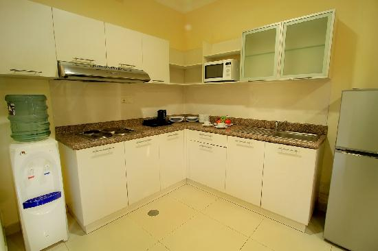 The Bellezza Suites: Maven Suite Kitchenette Facilities