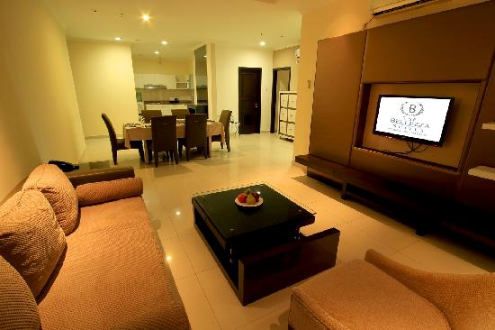 The Bellezza Suites: Maven Suite Lounge & Dining Area