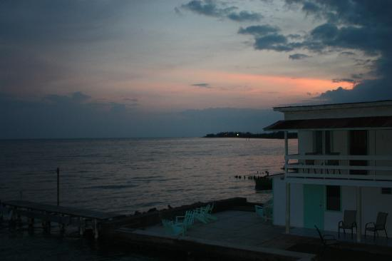 BayView Hotel: sunset view...