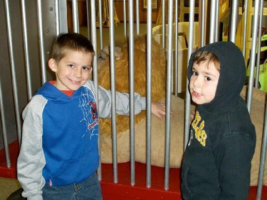 Sailor Circus: Mikey and Zac