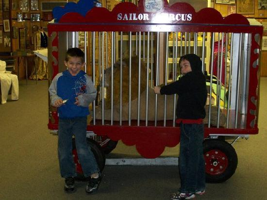 Sailor Circus : Mikey and Zac