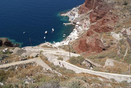 Lucky Homes - Oia: The walk down to the beach!