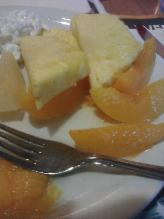 Fitz Casino and Hotel: Fruit and cottage cheese