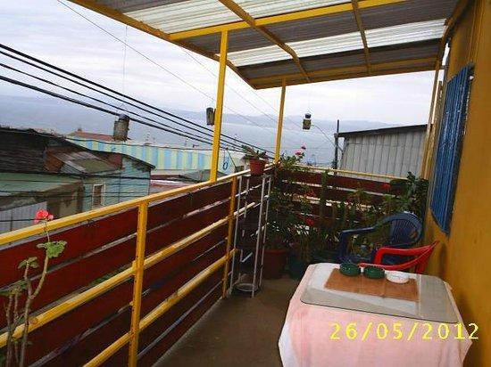 Hostal Armando : la terraza con vista al mar