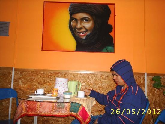 Hostal Armando : un cafecito y arte