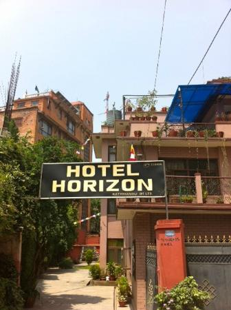 Hotel Horizon: Entrance to hotel