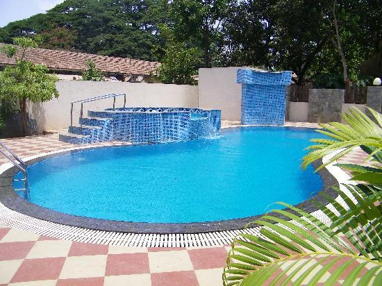 Sunny 39 s retreat lonavala hotel reviews photos rate - Hotel with private swimming pool in lonavala ...