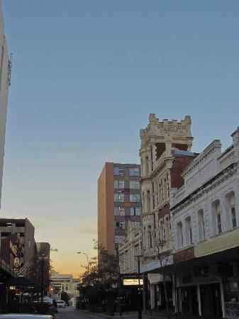 Pensione Hotel Perth: Evening at Aarons Hotel