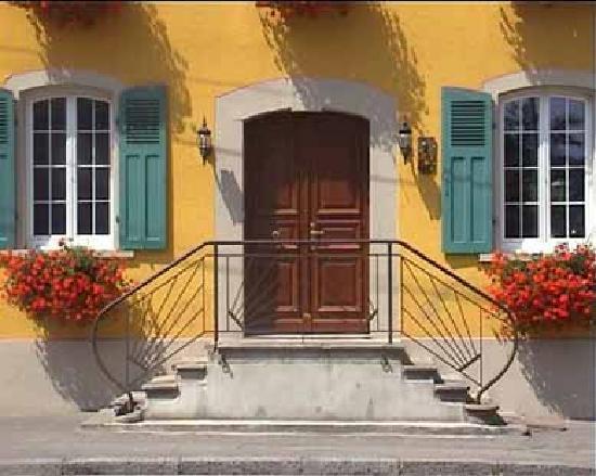 Au Relais de la Poste aux Chevaux : Découvrez nos trois chambres : Milrose, Trianon et Bleue, toutes  spacieuses, confortables et éq