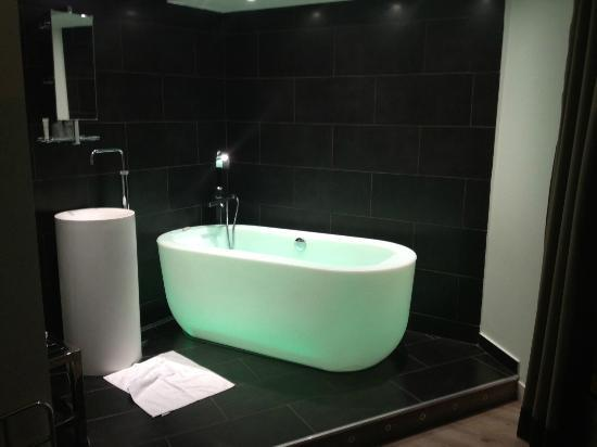 Atelier Montparnasse : vasca camera 208