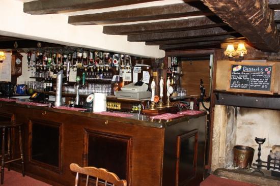 The Little Thatch  Hotel Gloucester: gezellige bar en gastvrije bediening