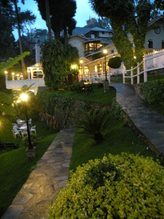 The Elgin, Darjeeling: The garden of Elgin Hotel