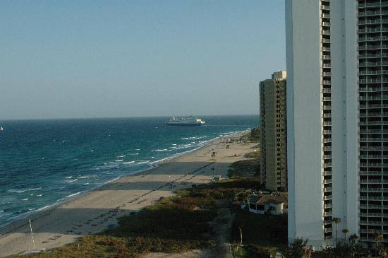 Marriott's Oceana Palms: view from apartment's terrace, Southbound