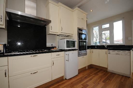 Amberley Guest House: Amberley's modern kitchen