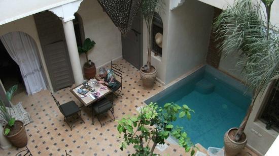 Hotel Riad Beldi : patio avec sa piscine