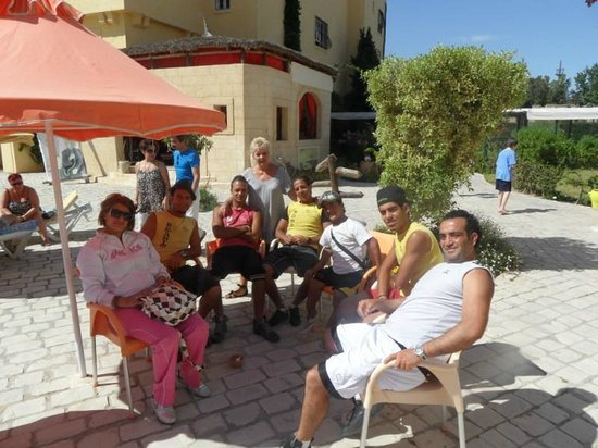 L'Ecrin Sandra Club: avec les animateurs
