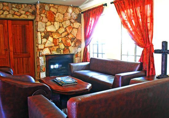 Afrique Boutique Hotel Oliver Tambo: Lounge Area