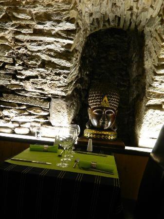 La Sixieme Sens: Wine cellar atmosphere