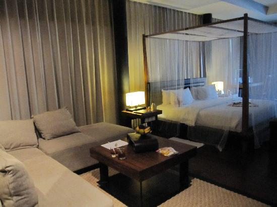 SILQ Private Residences Kerobokan Bali: room at night