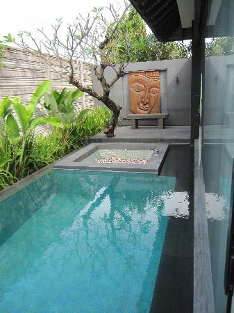 SILQ Private Residences Kerobokan Bali: pool & jacuzzi