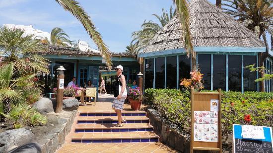 Corallium Beach By Lopesan Hotels : Entrée par la plage