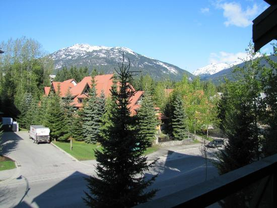Pinnacle Hotel Whistler: View from the balcony