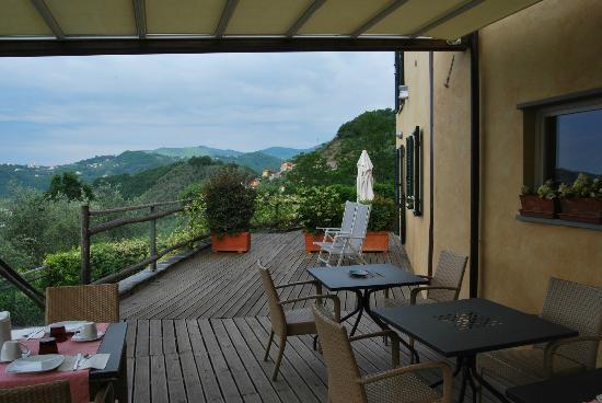 Villa Paggi Country House: Il patio dove servono la colazione