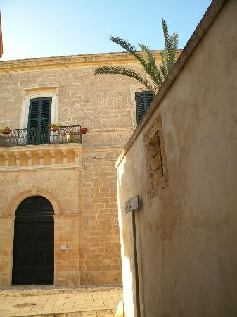 Palazzo Bitonti: facciata b&b di prima mattina