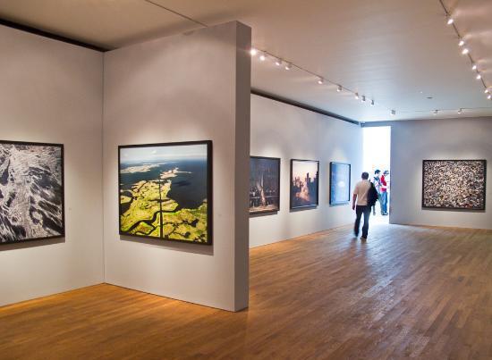 Photographers' Gallery, Burtynsky: Oil