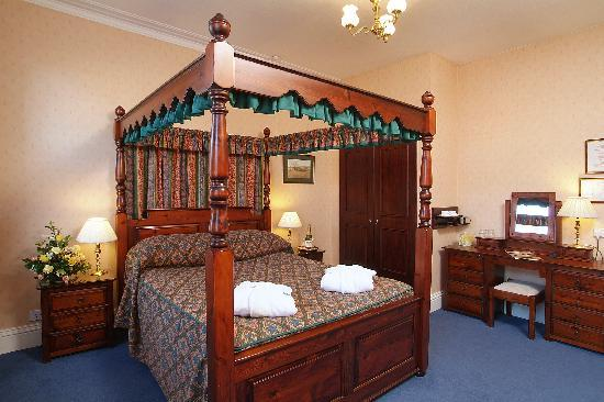 Saxonville Hotel: Four Poster Room