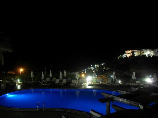 Krana Apartments: Pool at Night