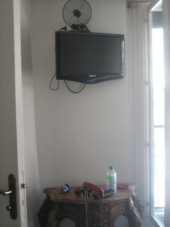 Jeff Hotel- Paris : coin télé
